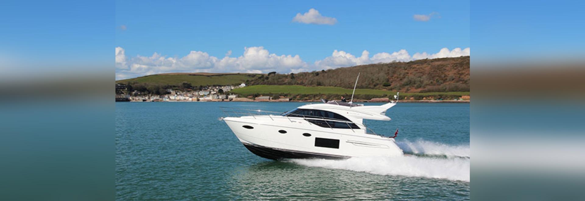 Due lanci della barca faranno una spruzzata ENORME alla manifestazione britannica dell'yacht del motore!