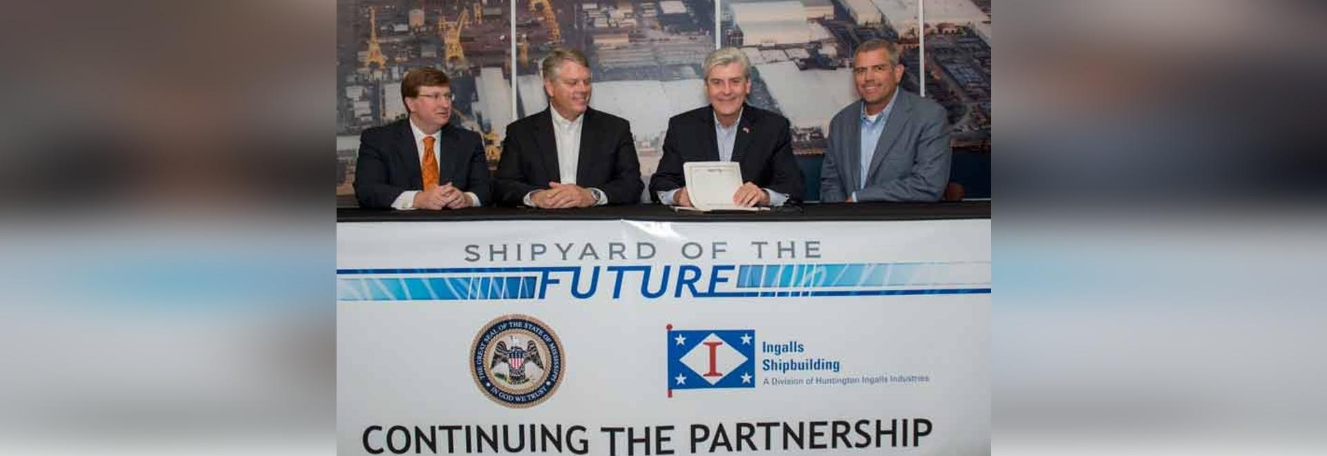 Il governo Phil Bryant (terzo da parte di sinistra) partecipa alla sign cerimoniale del? Cantiere navale del futuro? fattura a costruzione navale di Ingalls, con (L R) al Lt. Il governo Tate Reeves...