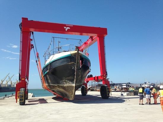 Le nuova 100 tonnellate di Ascom Barca-Sollevano trasportato a Port Elizabeth (Sudafrica)