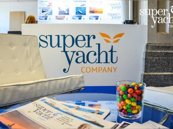 Tempi di SuperYacht di visita all'yacht 2016 di Londra, al getto & al Car Show di Prestige