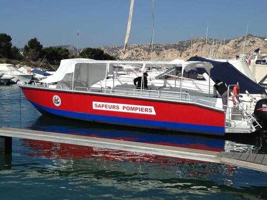BORD A BORD trasporta un'imbarcazione a motore di alluminio 10m alla protezione civile francese