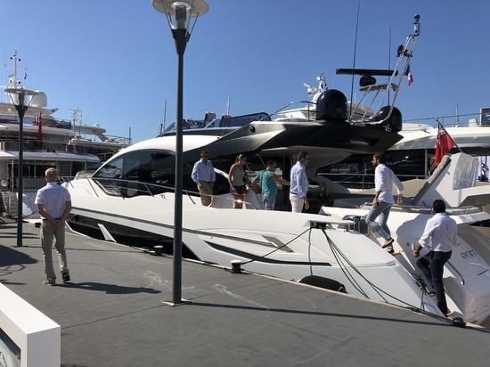 Il vetro di Lewmar viene dell'età - il festival 2018 di navigazione da diporto di Cannes