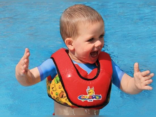 Nuotata che impara aiuto ai bambini - bambino di Grabner SWIMY