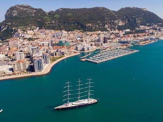 Attraversare l'Atlantico senza carburante: i superyacht possono davvero diventare verdi?