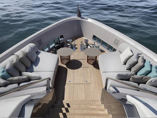 Sanlorenzo svela SD96 al Festival di Cannes Yachting