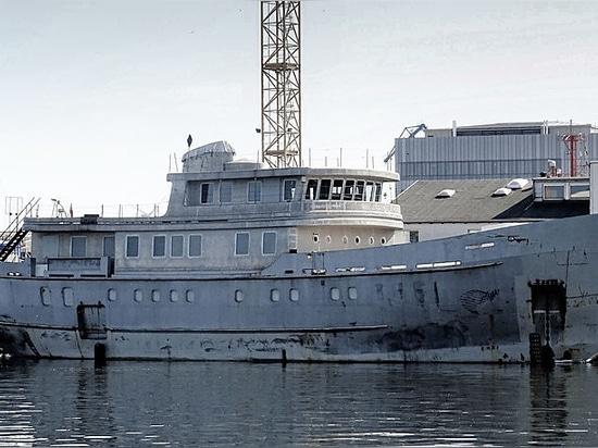 46m progetto Vega arriva a Bremerhaven per il completamento