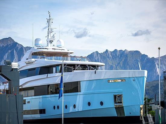 Admiral lancia il nuovo yacht a motore Crocus di 48 metri