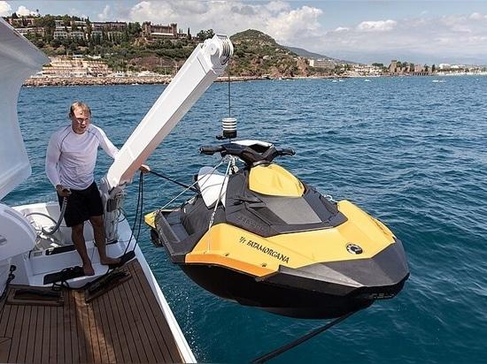 A bordo dello yacht ad alta velocità Fatamorgana di 34 metri