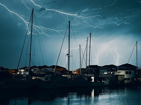 Fulmine contro superyacht: Come stare al sicuro in una tempesta