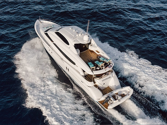 24m Lazzara motor yacht Kemosabe sul mercato