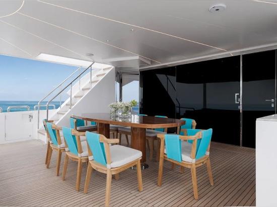 All'interno del primo yacht Horizon FD92 Crowned Eagle