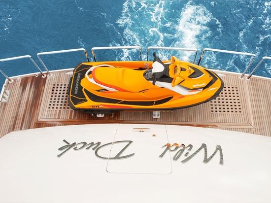 All'interno del Fifth Horizon RP110 Yacht Wild Duck