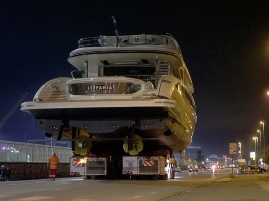 Golden Dynamiq GTT 135 superyacht Stefania lanciato