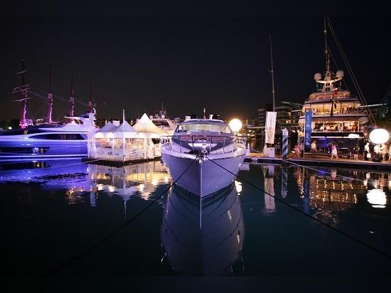 La quantità di moto per l'esposizione 2015 dell'yacht di Singapore continua a svilupparsi