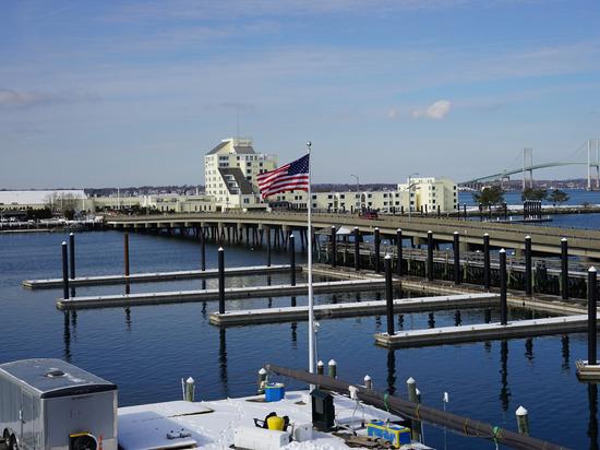 Newport, Rhode Island Marina installa un nuovo array di banchine