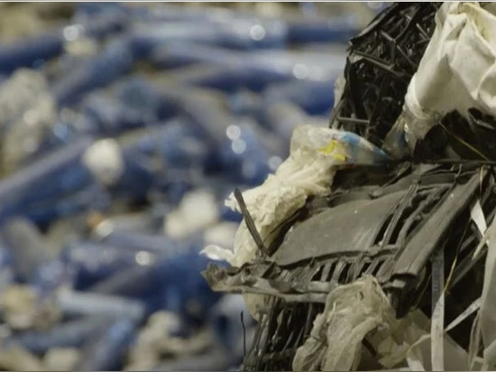 il progetto è un esempio sostenibile dall'innovazione nella produzione all'economia circolare e al riciclaggio della plastica ancora dal video