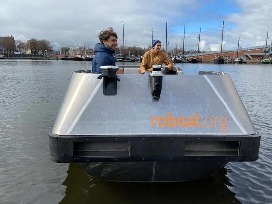 I 'roboats' elettrici a guida autonoma inizieranno le prove sui canali di Amsterdam