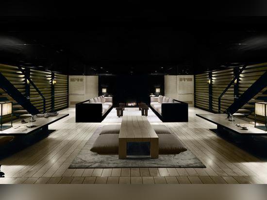 L'interiore Armani-progettato del salone
